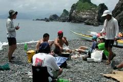 紀伊大島で昼食。 亀が上陸した跡を発見!
